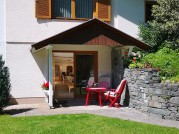 Terrasse + Eingang Wohnung Flora